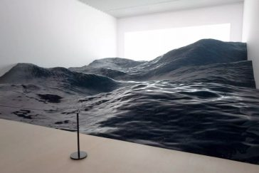 Hyper-realistic sculpture of ocean waves by art collective Mé