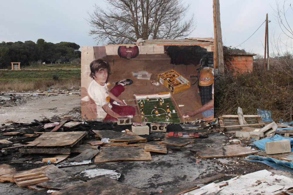 Large Scale Murals Of Family Photographs By Mohamed Lghacham 6