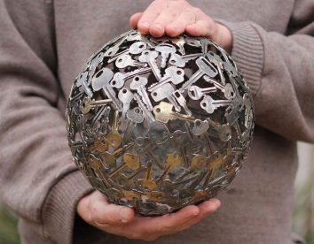 Discarded keys, coins, and bottle caps turned into amazing artworks by Michael Moerkerk