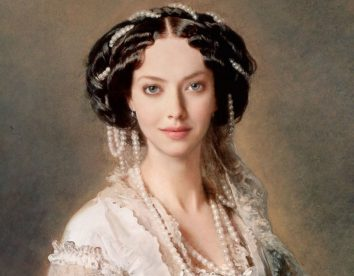 Classical paintings recreated with today's celebrities by Design Crowd