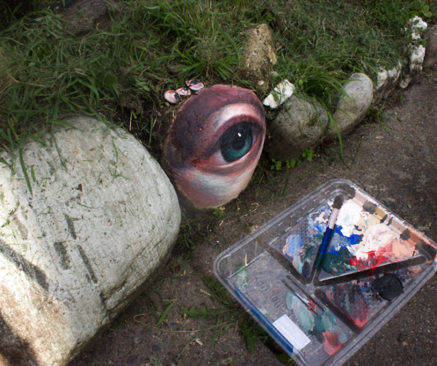 Human Eyes Painted On Found Stones By Jennifer Allnutt 4
