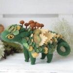 Gorgeous felt dragons by Alena Bobrova