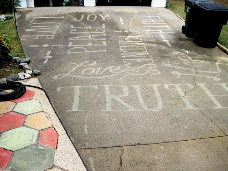 Gorgeous Figures Painted With A Power Washer On Dirty Driveways By Dianna Wood 10