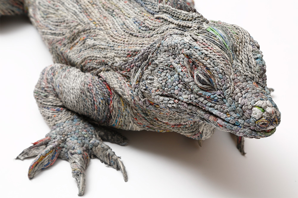 Stunning Lifelike Animal Sculptures Made From Thousands Of Densely Rolled Newspaper By Chie Hitotsuyama 5